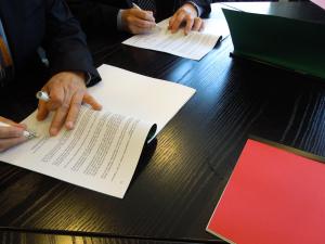 [2014:36] Rot-grüner Koalitionsvertrag unterschrieben